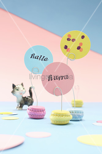 DIY macaron-shaped place-card holders made from bottle caps