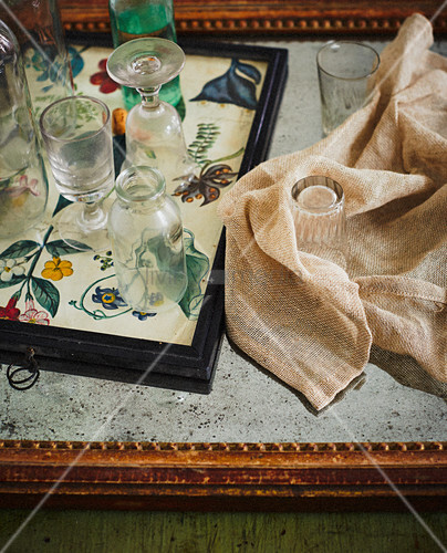 Wine glasses and bottle on tray