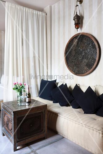 Orientalische Sitzecke im Schlafzimmer … – Bild kaufen ...
