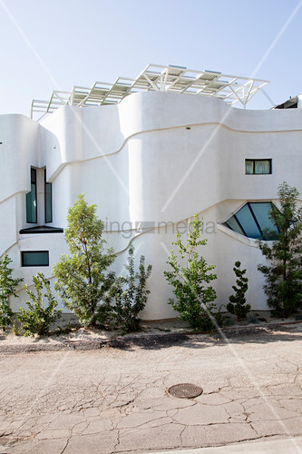 Modern architect-designed house with curved façade