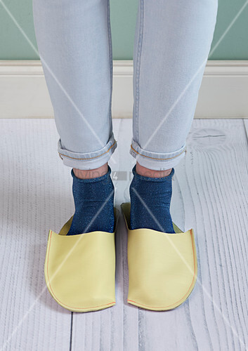 DIY leather slippers