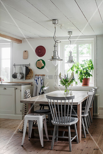 Spoke-back chair at dining table in country-house kitchen