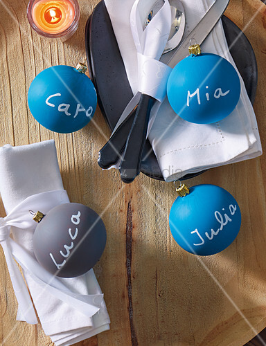 Baubles with names as place cards