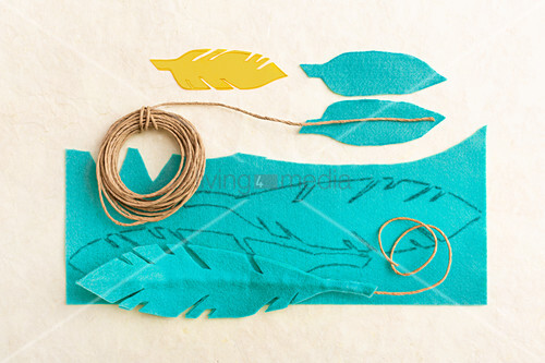 Instructions for making feathers from turquoise felt