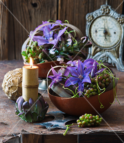 Clematis, grapes and blackberries arranged in bowls