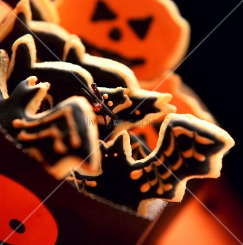 Ein Geschenktütchen mit Halloweenplätzchen