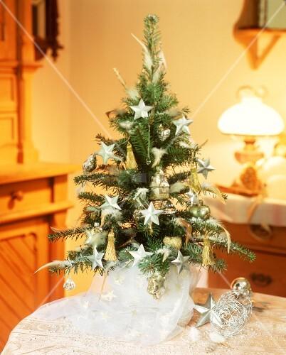 kleiner weihnachtsbaum weiss bild kaufen 00189497. Black Bedroom Furniture Sets. Home Design Ideas