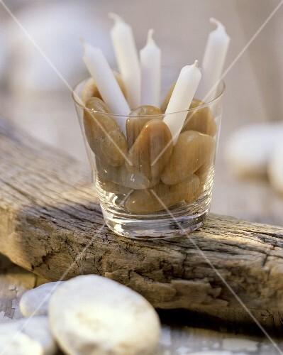 Deko fürs Picknick: Glas mit Kerzen und Steinen