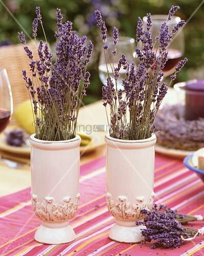 getrockneter lavendel in vasen bild kaufen living4media. Black Bedroom Furniture Sets. Home Design Ideas