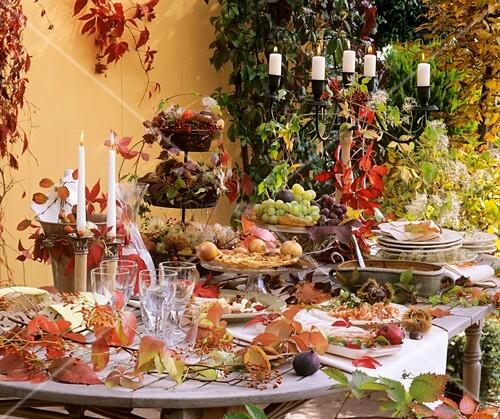 Gedeckter Tisch Im Garten: Herbstlich Gedeckter Tisch Im Freien