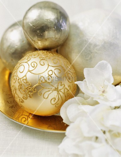 Gold and silver Christmas baubles (table decoration)