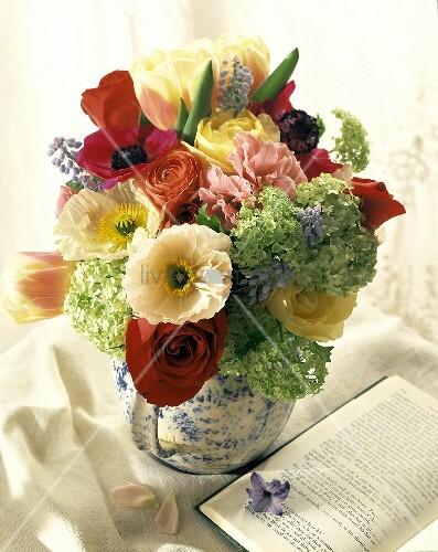 blumenstrauss in einer vase bild kaufen 00660487 living4media. Black Bedroom Furniture Sets. Home Design Ideas