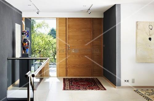 Brüstungsgeländer Aus Glas offener eingangsbereich eines hauses mit … – bild kaufen - 00705263