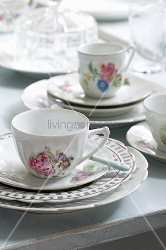 White, painted coffee cups